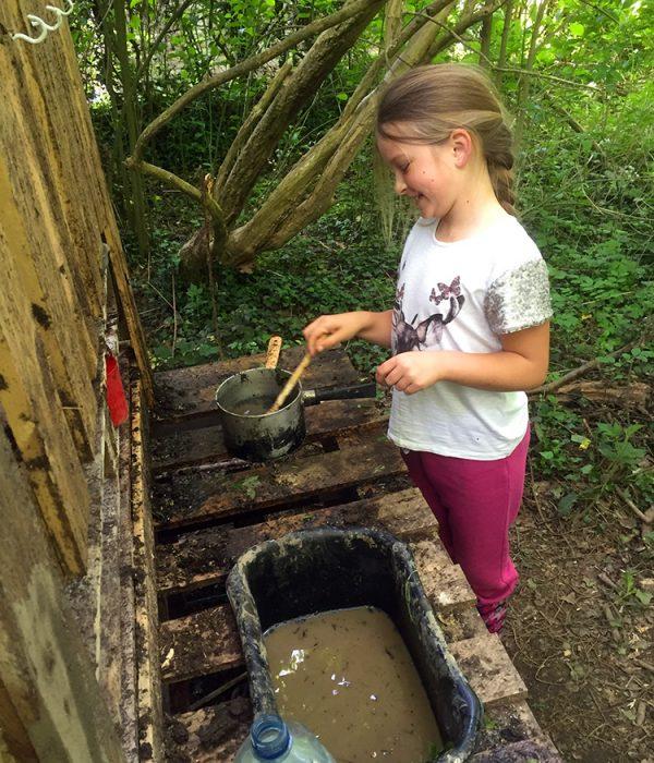 mud-kitchen
